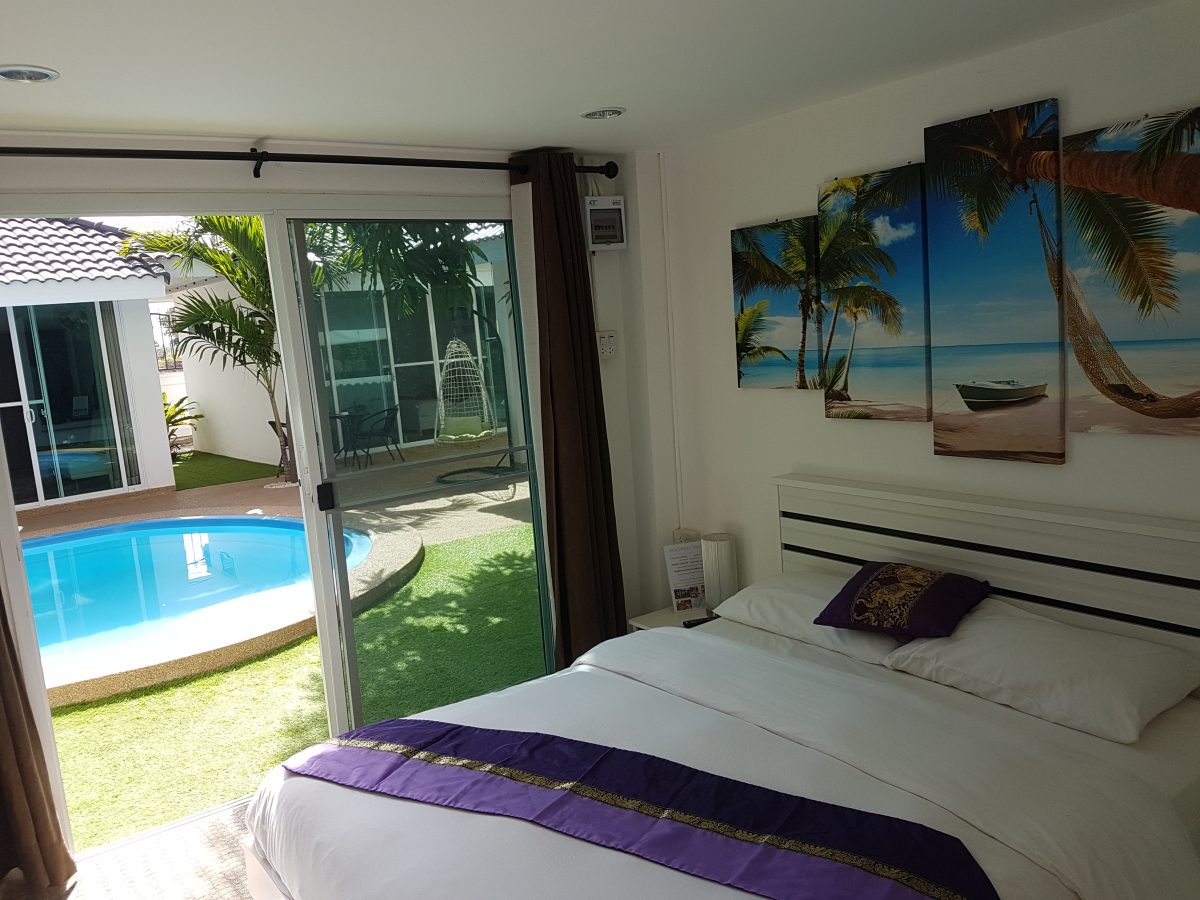 Coconut_palms_hotel_with_swimming_pool_Mahasarakham-double-room1