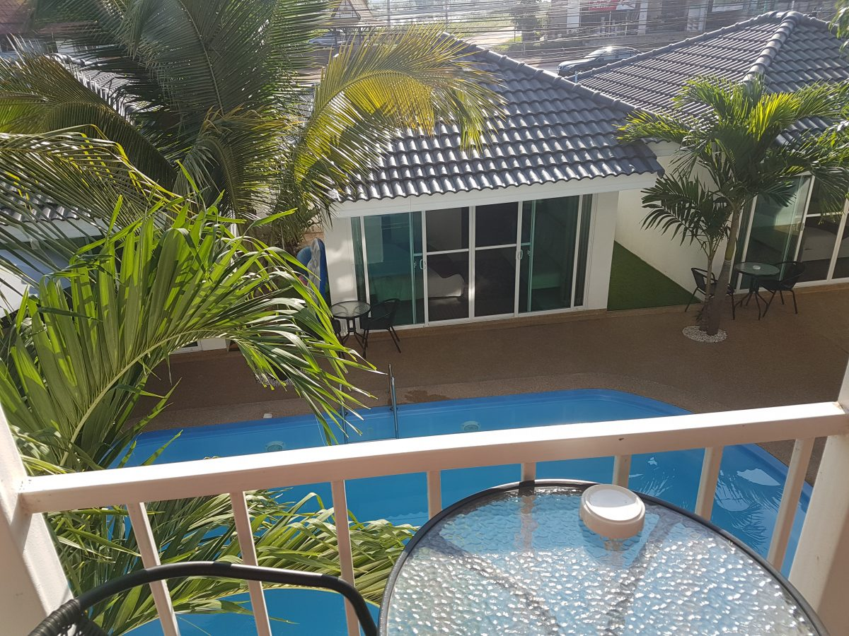 Coconut_palms_hotel_with_swimming_pool_Mahasarakham-double-room7
