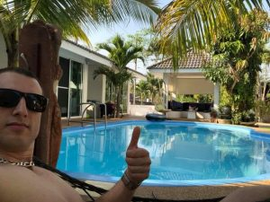 Coconut_palms_hotel_with_swimming_pool_Mahasarakham_1