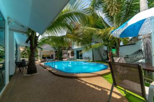 Coconut_palms_hotel_with_swimming_pool_Mahasarakham_19