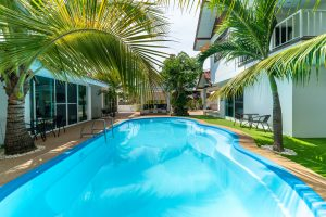 Coconut_palms_hotel_with_swimming_pool_Mahasarakham_20